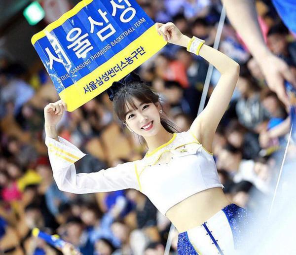 Ji Hyun sinh năm 1997 xinh đẹp chẳng thua kém nữ idol nào của Hàn Quốc.