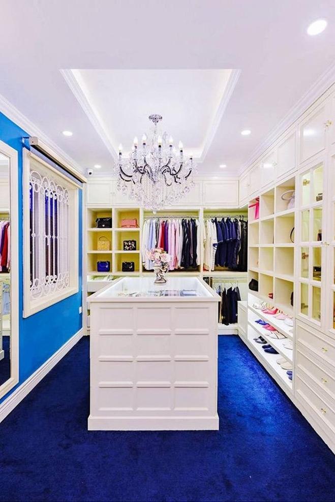 <p> Tủ quần áo, giày dép và phụ kiện hàng hiệu của Di Băng.</p>