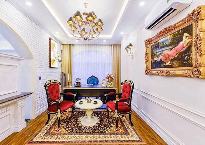 <p> Từng căn phòng trông như cung điện khi được bày trí với những món nội thất đắt tiền.</p>