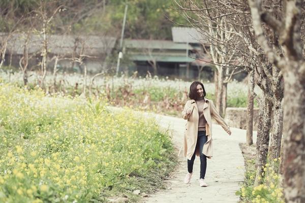 Đường về nhà là ca khúc mới do Ái Phương sáng tác, mang màu sắc pop ballad. Với giai điệu nhẹ nhàng, ca từ ý nghĩa, cách xử lý cảm xúc khiến ca khúc nhận được sự đồng cảm của người nghe khi Tết đến xuân về.]