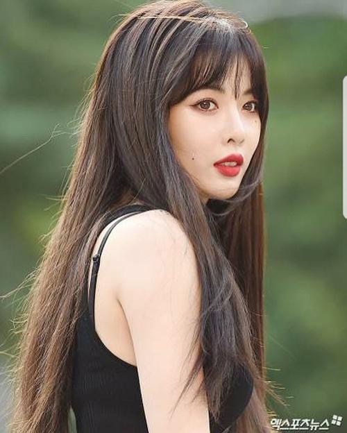 Người hâm mộ đang mong chờ Hyun Ah trở về hình ảnh quyến rũ như thời còn ở Cube. Nữ ca sĩ được đánh giá là một trong những idol hợp với son đỏ nhất.