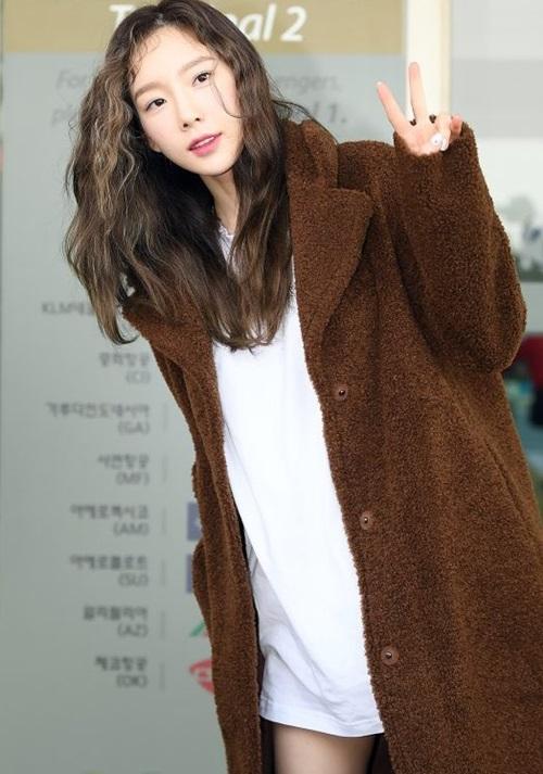 Nữ thần tượng sinh năm 1989 đã bước sang tuổi 30 nhưng trông không khác gì sinh viên đại học. Nhiều fan nhận xét Tae Yeon trông như một tân binh vừa debut chứ không phải là tiền bối đã có 11 năm tuổi nghề.