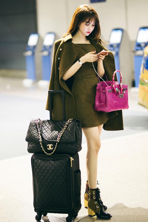 Ngọc Trinh chứng minh mặc đồ ra sân bay càng đơn giản càng đẳng cấp - 6