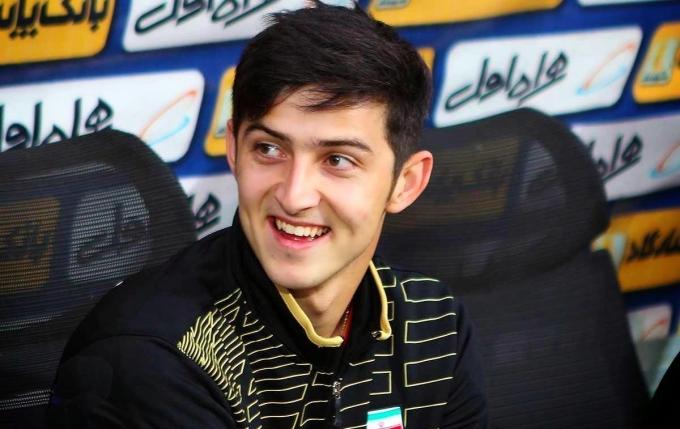 <p> Nụ cười tươi của chàng cầu thủ sinh năm 1995.Cầu thủ 9x này từng gây chú ý khi quyết định tuyên bố chia tay đội tuyển Quốc gia khi mẹ bị bệnh nặng hồi tháng 6/2018.</p>