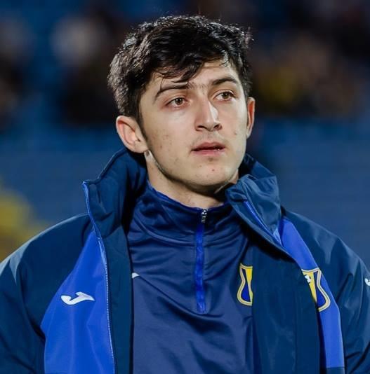 <p> Thần tượng bóng đá của anh làchân sút huyền thoại của bóng đá Iran - Ali Daei.</p>