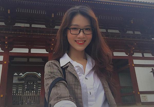 Trong những hình ảnh đời thường ít son phấn, Nhật Hà được khen ngợi vì rất dễ thương và trẻ trung, đặc biệt là có khuôn miệng cười giống các idol Hàn, Nhật.