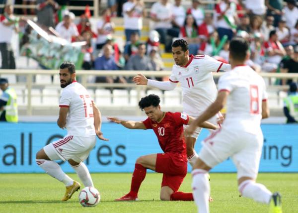 Công Phượng trong trận đấu với tuyển Iran.