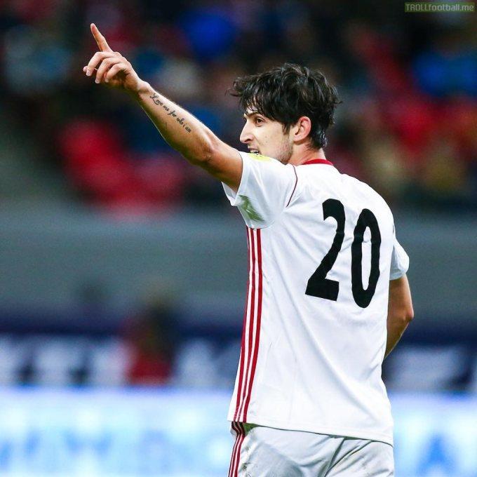 """<p> Azmoun từng ghi được 11 bàn thắng sau 14 trận ở vòng loại World Cup 2018.Tạp chí World Soccer đã ca ngợi Azmoun là tiền đạo xuất sắc nhất châu Ávới 23 lần lập công cho """"những hoàng tử Ba Tư"""" (tính đến tháng 5/2018).</p>"""