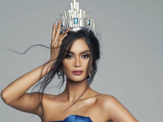"""<p> <strong>Pia Wurtzbach - Miss Universe 2015</strong><br /><br /><a href=""""https://ione.vnexpress.net/photo/thoi-trang/nhan-sac-va-phong-cach-hoan-thien-sau-3-nam-dang-quang-cua-pia-wurtzbach-3790560.html"""">Pia Wurtzbach</a> là nhan sắc Philippines thứ ba đăng quang Hoa hậu Hoàn vũ 2015. Giành được vương miện, Pia trở nên nổi tiếng và đời tư của cô nhận nhiều sự quan tâm. Một năm sau đăng quang, cô công khai hẹn hò cùngMarlon Stockinger - tay đua nổi tiếng tại Philippines.</p>"""