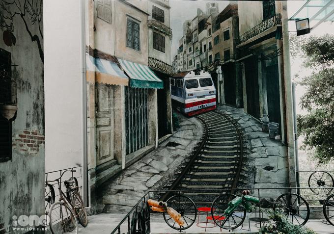 <p> Nhiều bức họa về những hình ảnh quen thuộc ở Hà Nội được trang trí trên tường tạo nên cảm giác thân thuộc.</p>