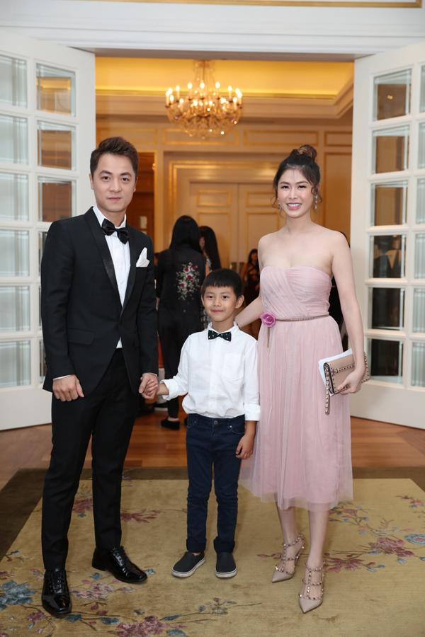 <p> Vợ chồng Đăng Khôi - Thủy Anh là bạn bè thân thiết của Lê Hiếu. Cặp đôi dẫn theo con trai lớn tới dự tiệc.</p>