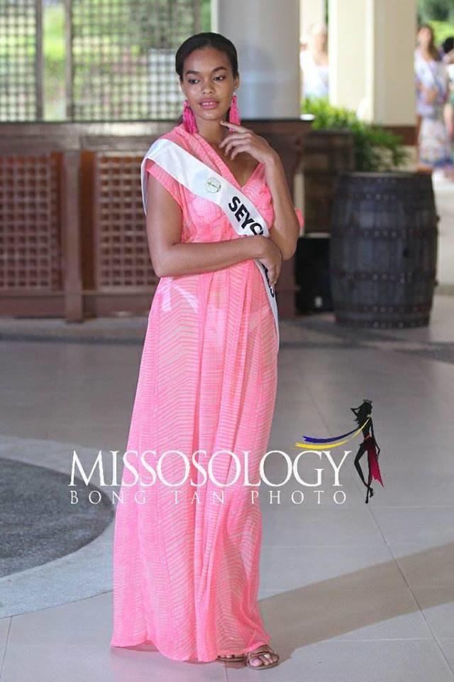 <p> Naomy King - thí sinh đến từ Seychelles trông như bà bầu khi diện váy suông.</p>