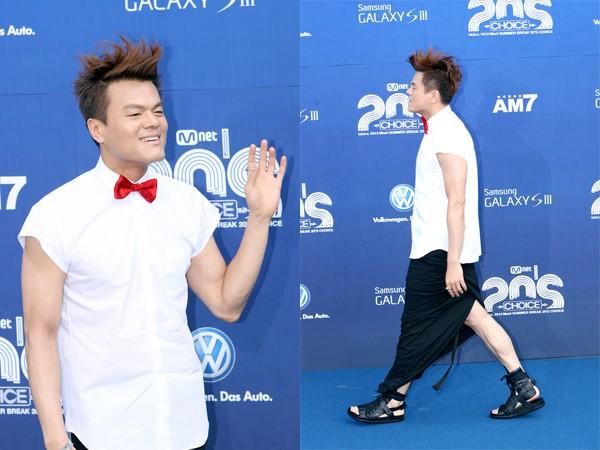 Park Jin Young có không ít trang phục không giống ai, và đây chỉ là một trong số đó.