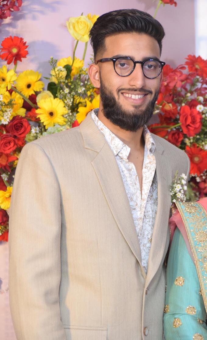 <p> Một trong hai người em trai ruột của chú rể dự đám cưới.</p>