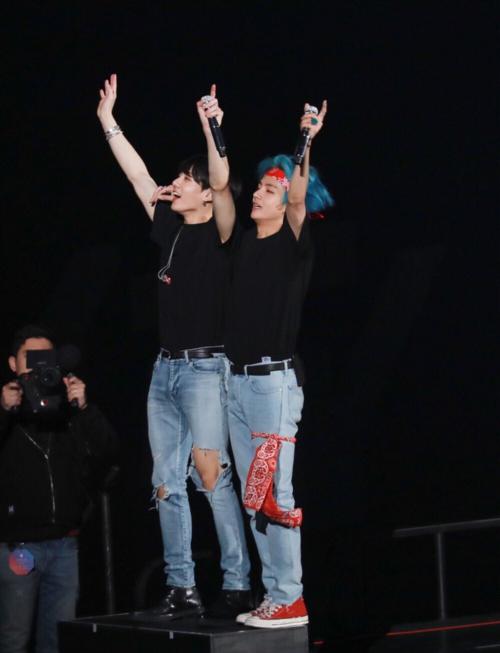 Loạt khoảnh khắc tình tứ của V - Jung Kook (BTS) khiến fan bấn loạn - 7