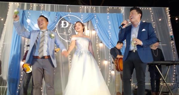 Lam Trường hát tặng cặp đôi.