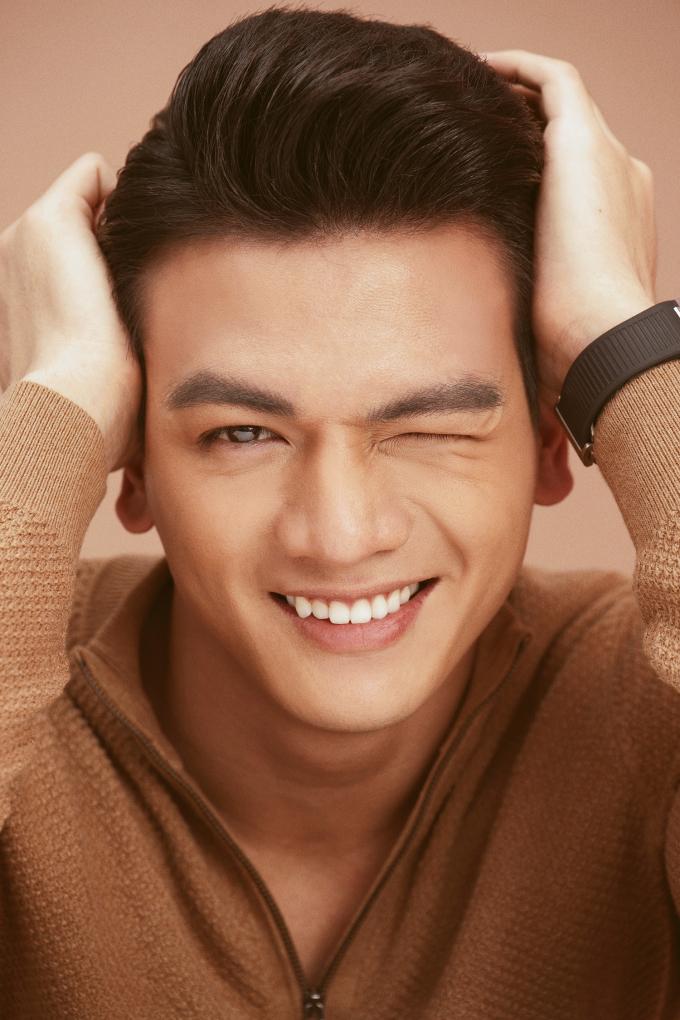 <p> Gương mặt với những đường nét hài hoà cũng là điểm cộng lớn giúp Lê Xuân Tiền rất ăn hình trên màn ảnh.</p>