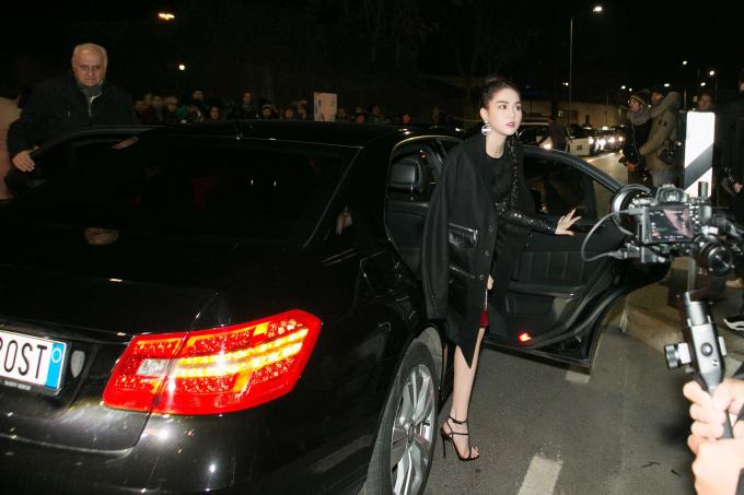 <p> Tối 13/1, Ngọc Trinh là khách mời của show Dsquared2 nằm trong khuôn khổ Milan Fashion Week thu đông 2019. Đây là lần đầu tiên người đẹp có mặt ở Italy để tham dự show của nhà mốt này.</p>
