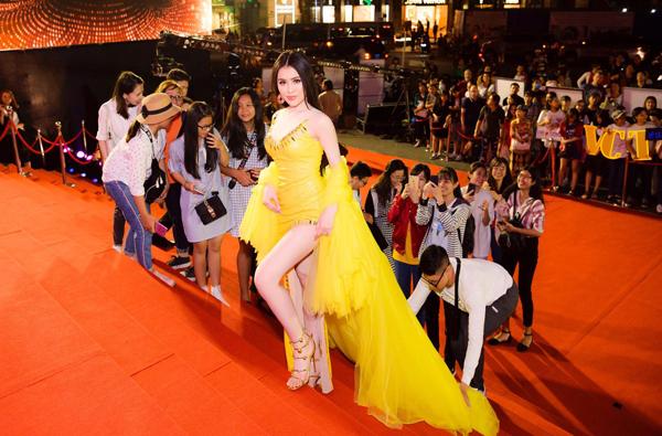 Những lần mỹ nhân Việt bẽ mặt ở sự kiện vì không mời mà đến