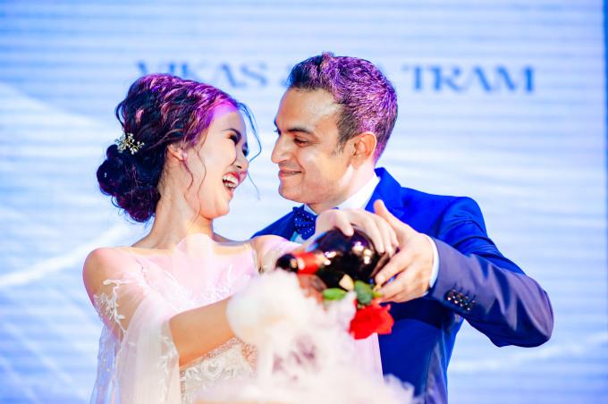 <p> Khoảnh khắc hạnh phúc đáng nhớ của cặp đôi.</p>