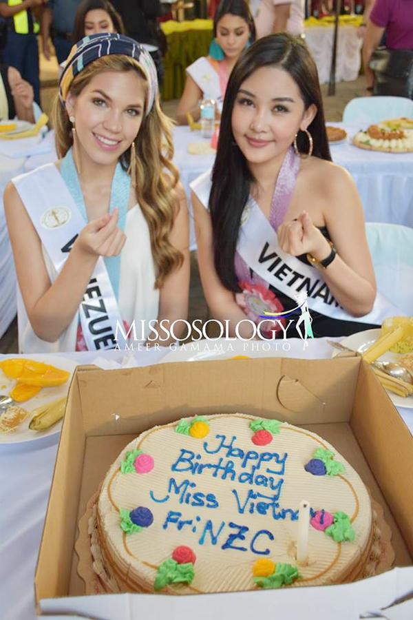 <p> Mới đây, trong một hoạt động thuộc Miss Intercontinental 2018, Ngân Anh bất ngờ nhận được chiếc bánh sinh nhật cùng lời chúc mừng từ ban tổ chức và hơn 70 thí sinh tham dự cuộc thi.</p>