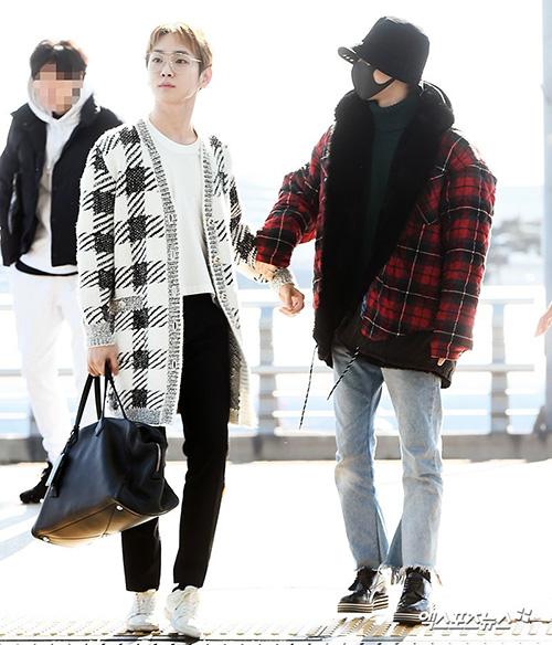 Trong khi Key mặc đồ khá ít, chỉ có một chiếc áo cardigan kẻ caro đen trắng thì Tae Min mặc áo lót bông dày cộp.