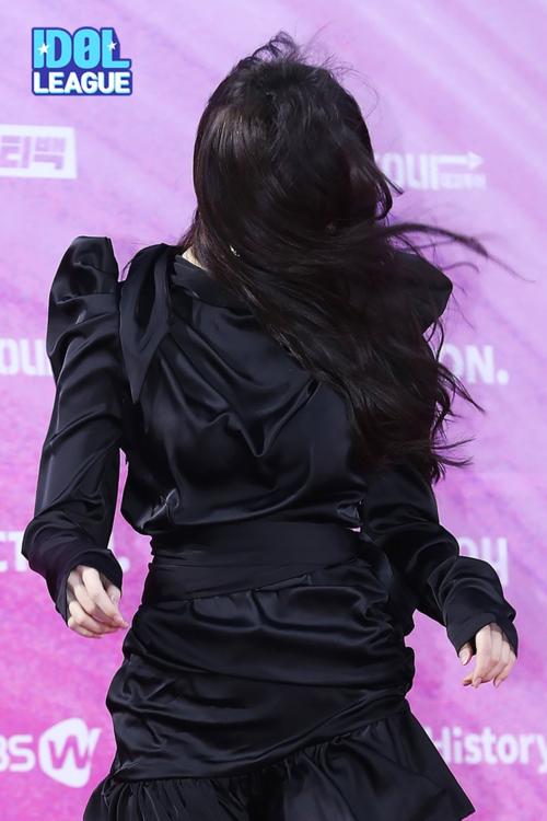 Yu Ju: Em quay cuồngtrong mơ hồ loài người như cuốn hết trong say mê...