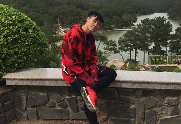 Thiết kế hoodie của Kenzo giá khoảng 6,5 triệu đồng cũng được bổ sung vào tủ đồ toàn hàng hiệu của Văn Toàn.