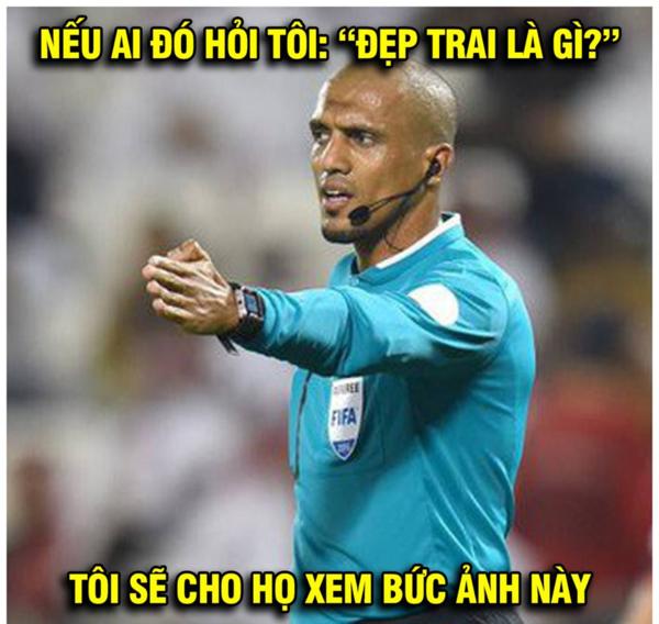 Fan chế ảnh hài hước nói về duyên của trọng tài người Oman với đội tuyển Việt Nam.