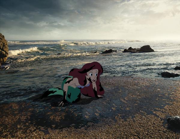 Nàng tiên cá Ariel cố gắng sống sót trong vùng nước ô nhiễm của biển.