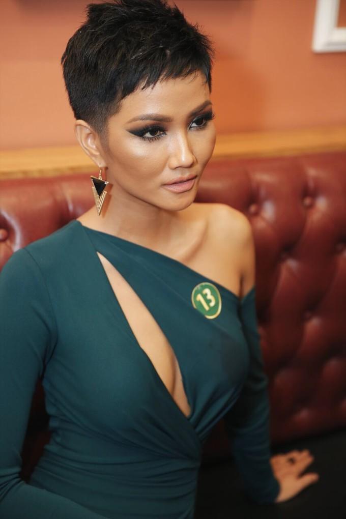 <p> Kiểu tóc ngắn nham nhở của H'Hen Niê từng khiến dư luận lo lắng cho nhan sắc của cô trước thềm tham dự Miss Universe.</p>