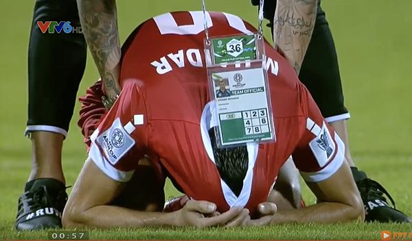 Cầu thủ Lebanon gục đầu, ôm mặt khóc vì không tin trao quyền đi tiếp cho Việt Nam - 10