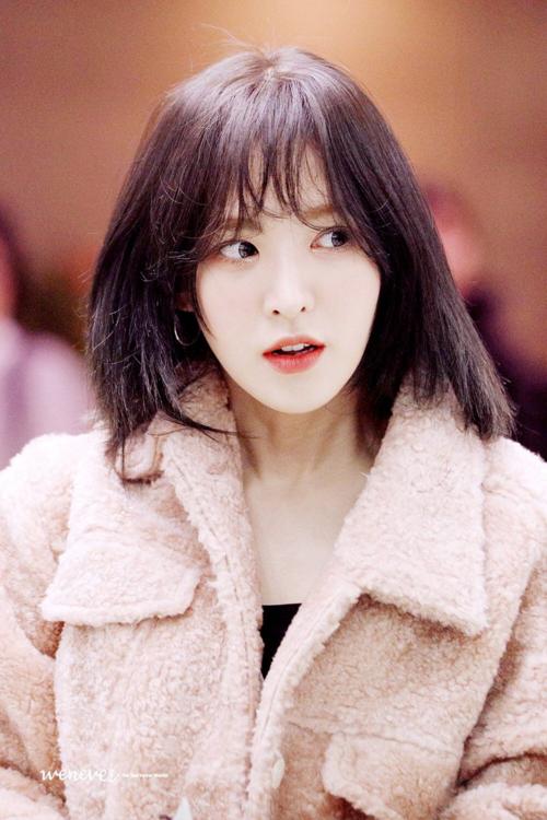 Có người thú nhận, họ không phải fan Red Velvet nhưng vẫn lưu ảnh  Wendy vì muốn học theo kiểu tóc cô nàng. Tuy nhiên, một số netizen cũng cho rằng kiểu tóc này đẹp vì nó hợp với gương mặt Wendy, còn với người bình thường thì chưa chắc đã thần thánh được như vậy.