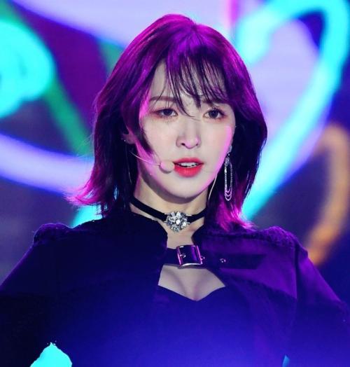 Các fan hết lời khen ngợi màn lột xác này của Wendy. Từ một thành viên khá nhạt nhòa trong đội hình Red Velvet, nhan sắc cô nàng ngày càng lên hương.