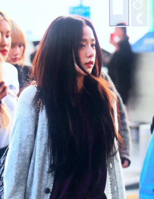 Ji Soo được khen xinh đẹp ngay cả khi máirối tungvì gió thổi.