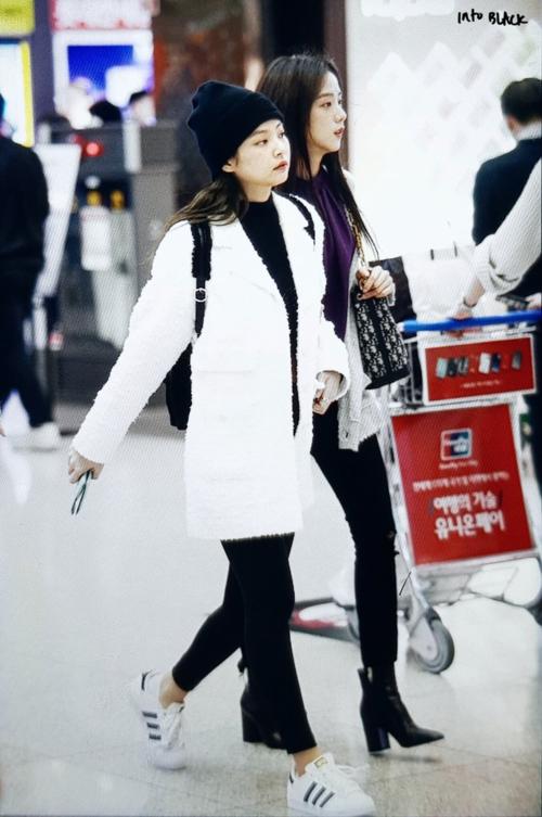 Black Pink cũng có mặt tại sân bay Incheon ngày hôm nay. Các cô gái YG lên đường sang Jakarta, (Indonesia) tổ chức concert.