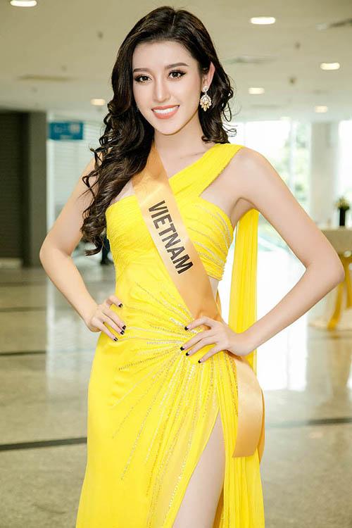 Hồi thi Miss Grand International 2017, Huyền My cũng gặp phải tình huống ngượng chưa kìa. Diện mạo của người đẹp trong buổi họp báo công bố cuộc thi sẽ rất hoàn hảo nếu như không gặp sự cố hớ hênh.