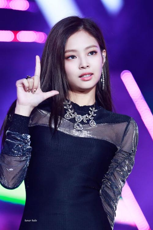 Jennie đứng đầu BXH thương hiệu, báo Hàn quay ra mỉa mai Na Yeon - 1