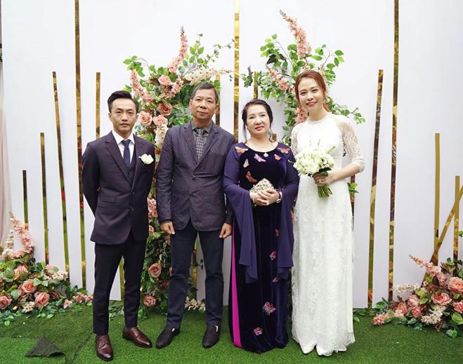 <p> Nguồn tin thân cận với<em> iOne</em> tiết lộ, bà Như Loan đặc biệt yêu quý và dành nhiều tình cảm cho con dâu mới - Đàm Thu Trang.</p>