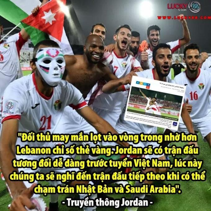 """<p> Tại vòng bảng Asian Cup 2019, bất chấp việc bị đánh giá là """"kẻ lót đường"""", Jordan đã tạo nên những bất ngờ lớn. Đối thủ của """"Những ngôi sao Vàng"""" nhẹ nhàng bước vào vòng 16 đội với ngôi vị đội bóng xuất sắc <a href=""""https://ione.net/tin-tuc/nhip-song/jordan-tu-ke-lot-duong-tha-nh-ngua-o-tay-a-3871061.html"""">đứng đầu bảng B </a>với 2 trận thắng và 1 trận hòa, chưa từng để thủng lưới. Tuy nhiên, Jordan đã bị loại trước đối thủ phải nhờ đến tấm vé vớt, thậm chí bị thủng lưới bởi <a href=""""https://ione.net/photo/hong/anh-che-hoa-mi-cong-phuong-hot-lai-tran-ngap-3871187.html"""">bàn ghi của Công Phượng.</a></p>"""
