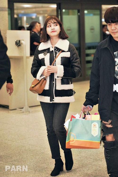 Jennie diện đồ khó hiểu, Twice có style chất lừ ở sân bay - 5