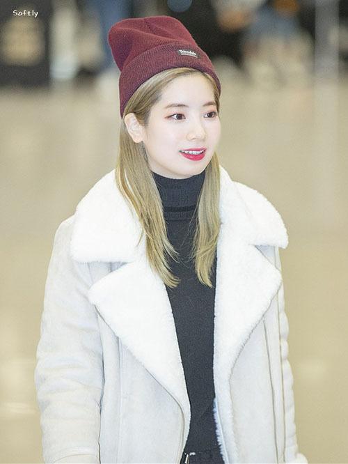 Jennie diện đồ khó hiểu, Twice có style chất lừ ở sân bay - 11