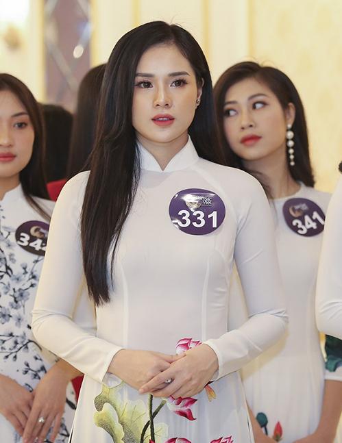 Sau vòng sơ tuyển khu vực phía Nam, sáng nay (21/1), vòng sơ tuyển phía Bắc của Hoa hậu Bản sắc Việt toàn cầu 2019 được tổ chức tại Hà Nội. Gây chú ý trong dàn thí sinh là Nguyễn Thị Huyền Trang, sinh năm 1996, đến từ Hạ Long.