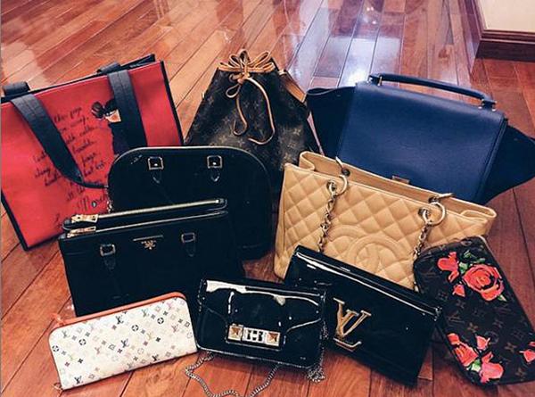 Kho túi hiệu của bạn gái Duy Mạnh trị giá cả tỷ đồng với nhiều mẫu mã đến từ các thương hiệu đình đám nhất như Louis Vuitton, Gucci, Chanel, Dior...