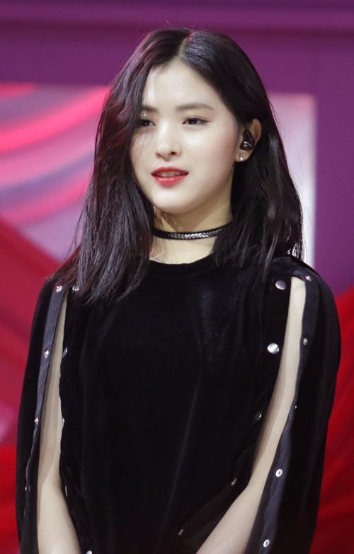 Nhóm nữ toàn 10X của JYP: Visual độc đáo nhưng bị chê ná ná Black Pink - 2