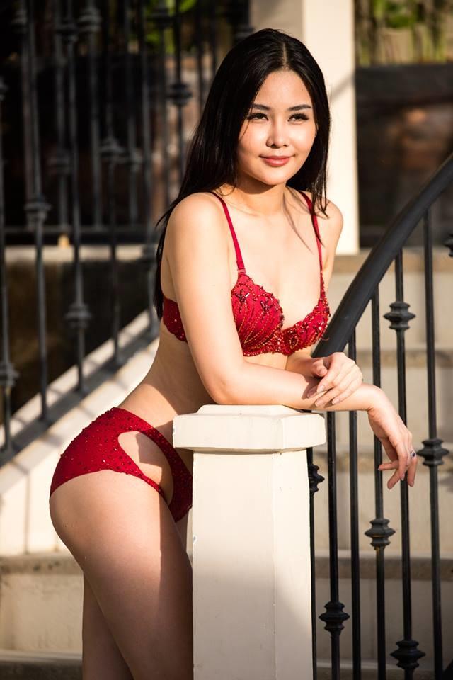 <p> Ngày 20/1, Ngân Anh cùng các thí sinh Miss Intercontinental 2018 có buổi chụp hình áo tắm. Đại diện Việt Nam chọn bộ bikini màu đỏ, cắt khoét táo bạo.</p>
