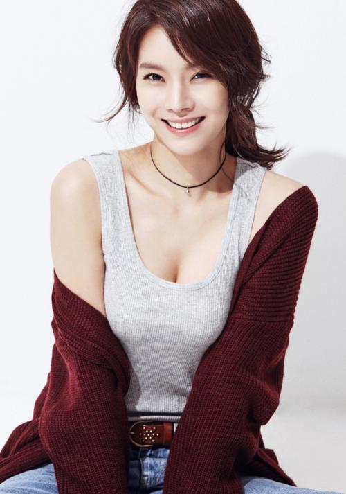 Chuyện tình của Hyun Bin - Hwang Ji Hyun nhanh chóng kết thúc. Nữ diễn viên từng debut trong một nhóm nhạc nữ nhưng không mấy thành công. Hiện cô vẫn là một diễn viên ít tên tuổi, thỉnh thoảng xuất hiện trong vài sự kiện.