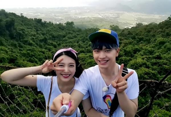 Trong khi đó, Joy được nhiều fan ủng hộ kết đôi cùng Sung Jae sau khi hai người tham gia show We Got Married.