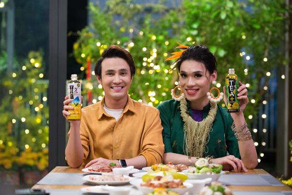Nhờ có trà Ô Long TEA+ Plus và trà chanh Ô Long TEA+ Plus mà Quang Trung cứ bảo Huỳnh Lập thoải mái ăn uống không lo nặng nề.