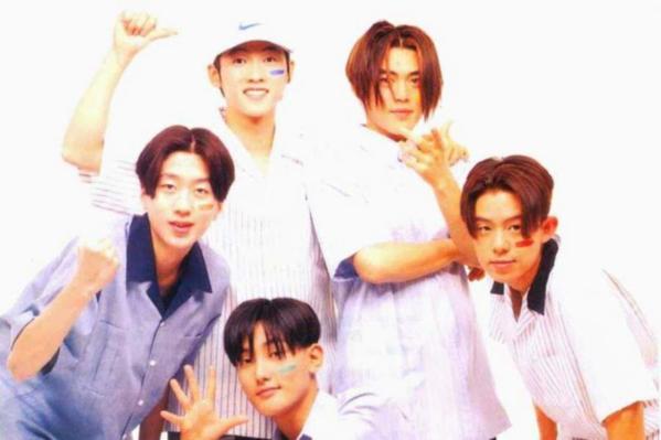 Sau khiSeo Taiji and Boys tuyên bố ngừng hoạt động năm 1995, Kpop rơi vào một thời gian ngắn trầm lắng. Một năm sau,H.O.T ra đời, mở đầu cho đế chế thần tượng của SM. Đây cũng là nhóm tiên phong, mở đầu cho những khái niệm thuộc văn hóa fandom của cộng đồng fan Kpop như màu bóng, fanclub, fanmeeting, fanfic...